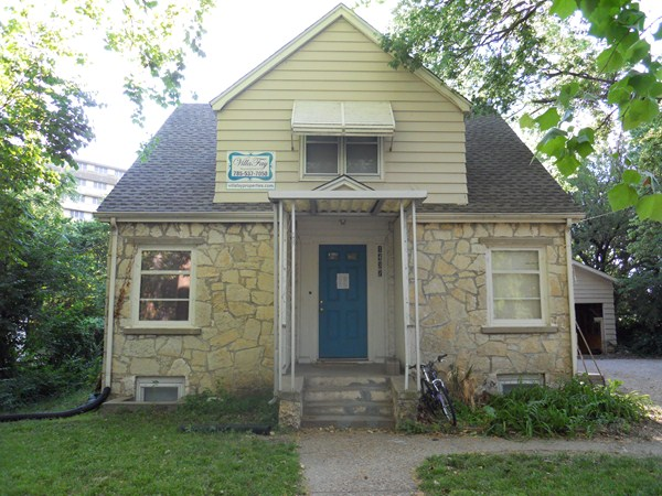 Adorable 3 bedroom  2 bath Across from KSU Recently Remodeld. One   four bedroom apartments  rentals Manhattan Kansas   VillaFay